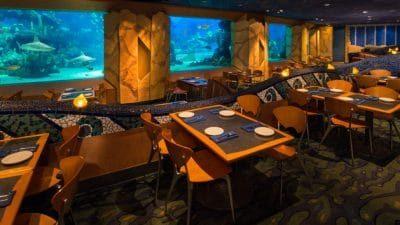 mangez avec vue sur un aquarium géant à Epcot en Floride