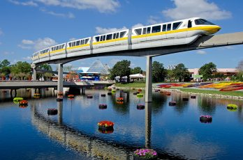 le monorail du parc d'attraction EPCOT chez Disney en Floride