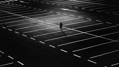 un parking désert en Amérique