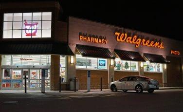 l'entrée d'une pharmacie wallgreen en amérique