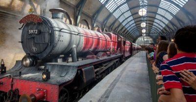 le poudlard express est une attraction du monde d'harry potter à Universal Studios orlando en Floride